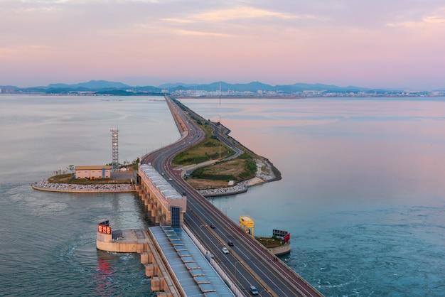 Autostrada daebu wyspa przy incheon, południowy korea.