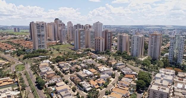 Avenida profesor joao fiuza najsłynniejsza aleja w ribeirao preto sao paulo brazylia