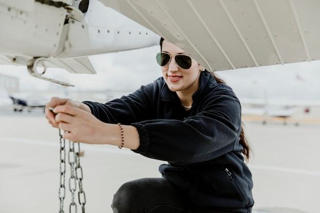 Aviator odczepianie przedniego śmigłowego samolotu ..