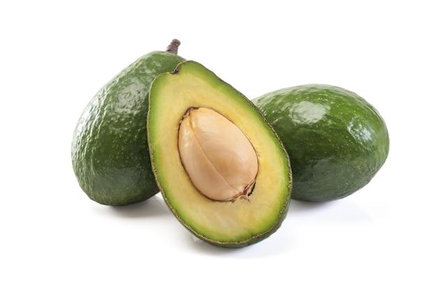 Avocado odizolowywający na białym tle.