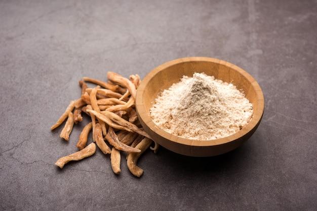 Ayurvedic potent musli ziołowe - znane również jako safed moosli lub swetha musli w postaci proszku i surowej