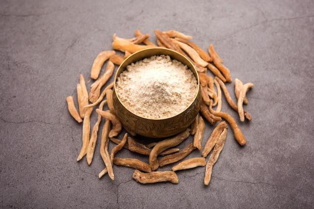 Ayurvedic potent musli ziołowe - znane również jako safed mooslié lub swetha musli w postaci proszku i surowej