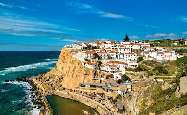 Azenhas do mar, miasto nad oceanem atlantyckim - sintra, portugalia