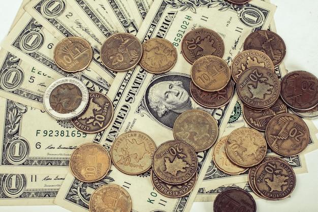 Azerbejdżańskie monety, gepik i dolary