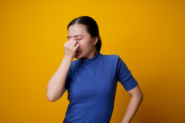 Azjatka chorowała na ból oczu, drażniła swędząc oczy, dalej.