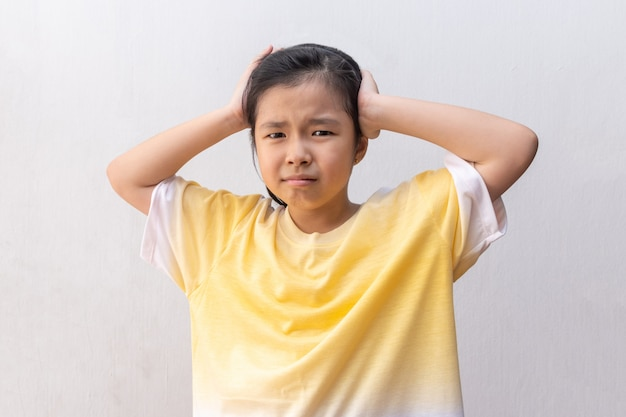 Azjatyccy dziewczyna ucznie czuje napięcie