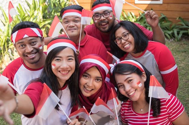 Azjatyccy ludzie bierze selfie na dzień niepodległości