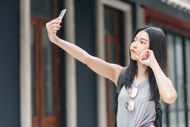 Azjatycka blogger kobieta podróżuje w pekin, chiny
