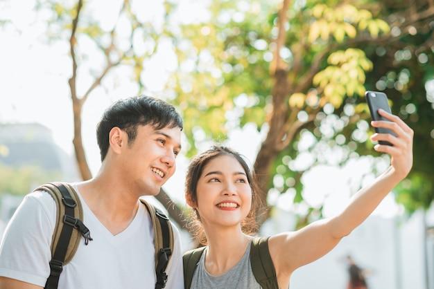 Azjatycka blogger pary podróż w bangkok, tajlandia