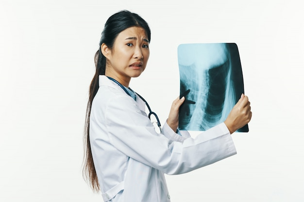 Azjatycka grypa lekarska i wirus w chinach, koronawirus 2019-ncov