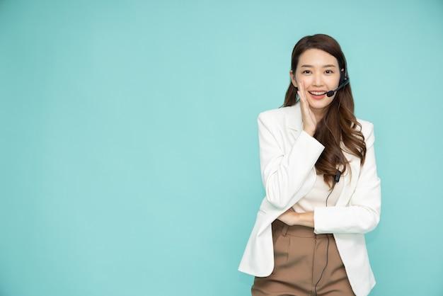 Azjatycka kobieta obsługi klienta operatora telefonicznego