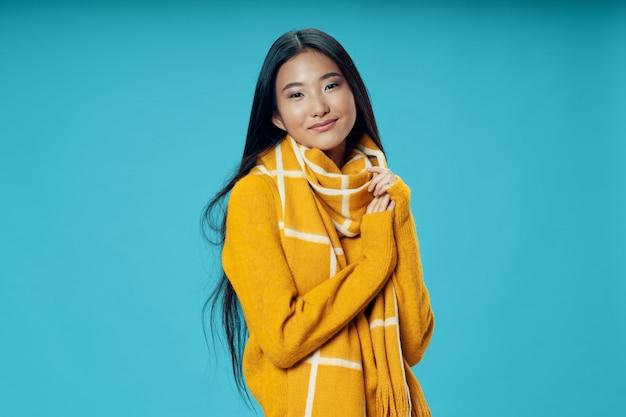Azjatycka kobieta pozuje modela