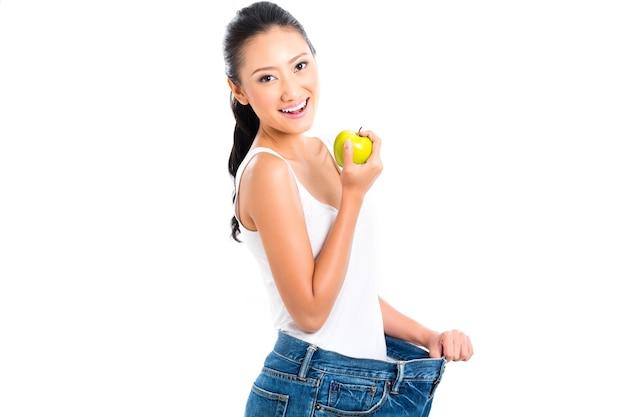 Azjatycka kobieta traci wagę z dietą
