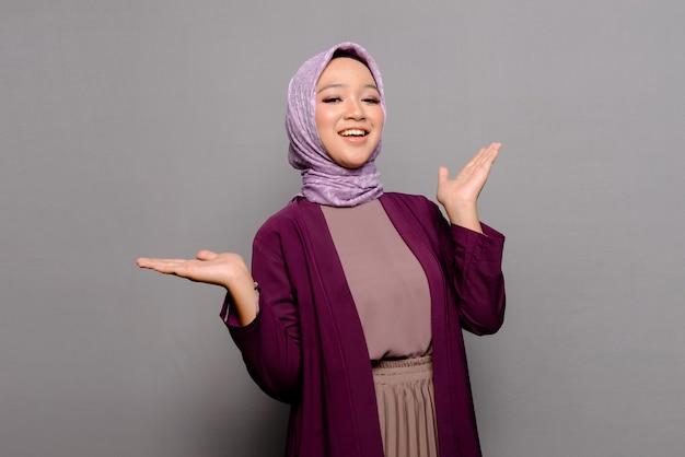 Azjatycka muzułmanka z hidżabem