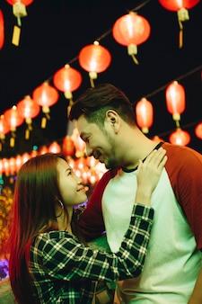 Azjatycka para przy chińskim festiwalem