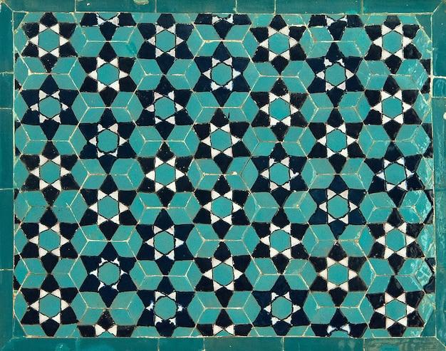 Azjatycka stara mozaika ceramiczna. elementy orientalnego ornamentu na płytkach ceramicznych