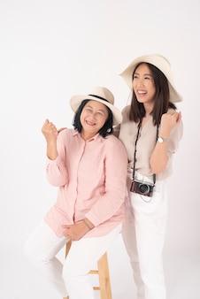 Azjatycka starsza kobieta i jej córka, koncepcja podróży