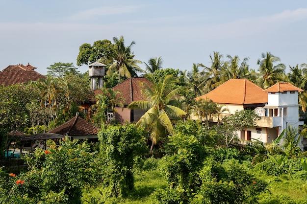 Azjatycka wioska w dżungli.