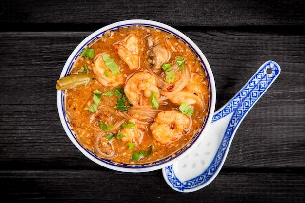 Azjatycka zupa z krewetek