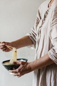 Azjatycka zupa z makaronu