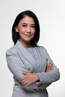 Azjatycki biznes 50s 60s lat biznes kobieta stoją garnitur