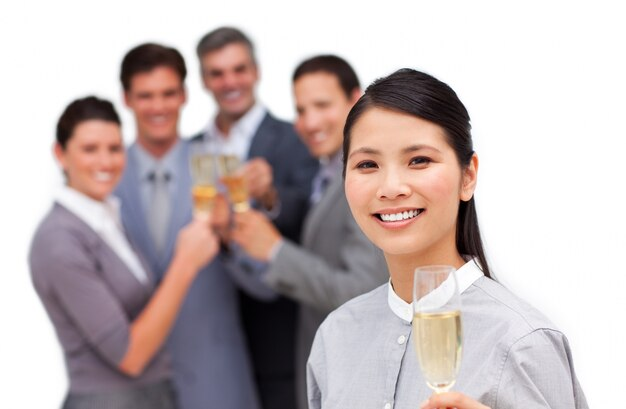 Azjatycki bizneswoman i jej drużyna świętuje sukces