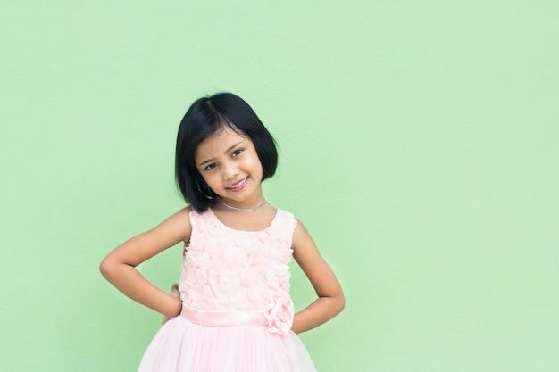 Azjatycki męski dzieciak twarzy zbliżenie, uśmiech