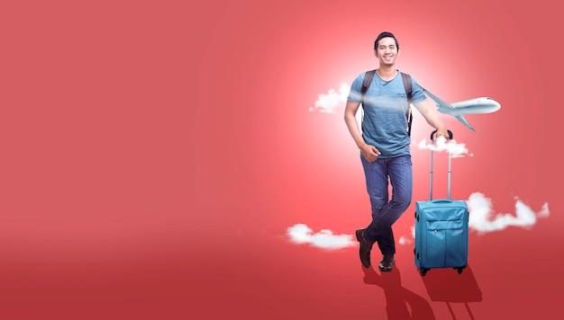 Azjatycki mężczyzna z walizki torbą i plecakiem iść podróżować z samolotowym tłem