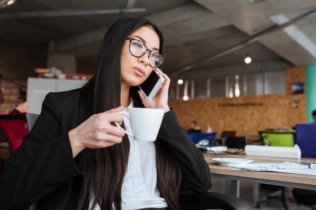 Azjatycki młody bizneswoman