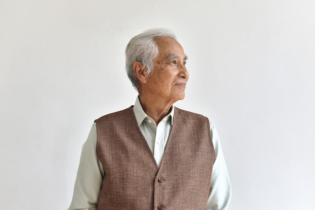 Azjatycki starszy stary człowiek