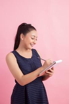 Azjatycki żeński przedsiębiorca sprawdzić zamówienie klienta