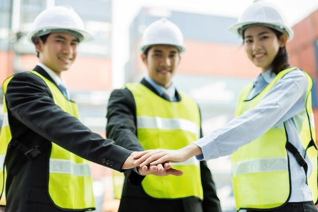 Azjatyckich inżynierów męskich i żeńskich symboli razem