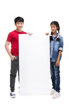 Azjatyckie dzieci posiada pusty znak