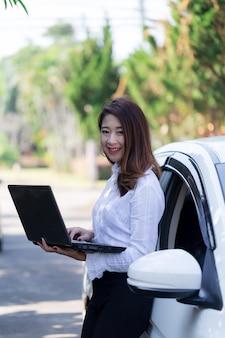 Azjatyckie kobiety w wieku produkcyjnym