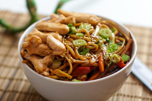 Azjatyckie potrawy w restauracji