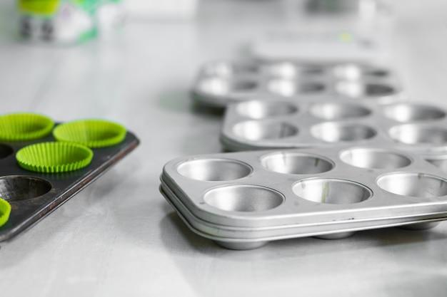 Babeczka do pieczenia. profesjonalne narzędzia do gotowania