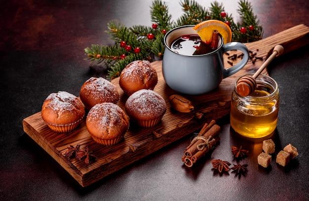 Babeczki kakaowe na świątecznym stole