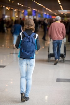 Backpacker dziewczyna