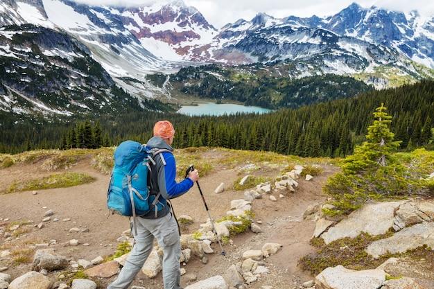 Backpacker w wędrówce w wysokich górach?