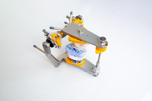 Badania stomatologiczne aparaty ortodontyczne technologia artykulatora zębów sprawdzają się w klinikach