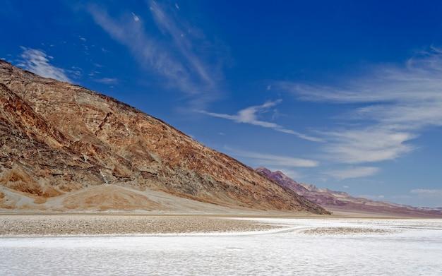 Badwater basin, najniższy punkt wzniesienia w usa, park narodowy death valley w kalifornii