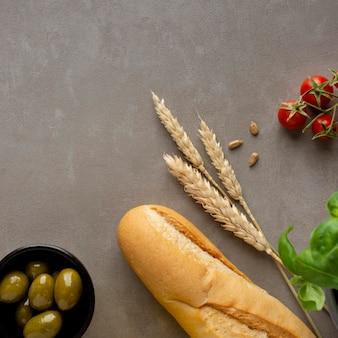 Bagietka francuskiego chleba z widokiem z góry