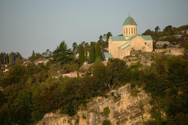 Bagrati katedralny widok kutaisi miasto, gruzja.