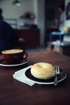 Bajgiel z kawą