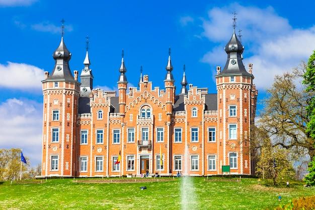Bajkowy zamek viron. belgia