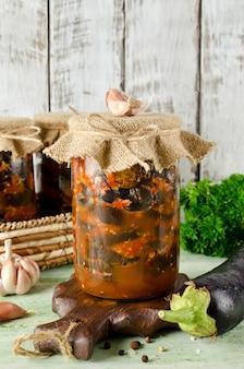 Bakłażan w pikantnym sosie pomidorowym