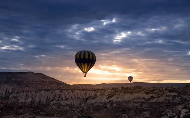 Balon na gorące powietrze, kapadocja, turcja