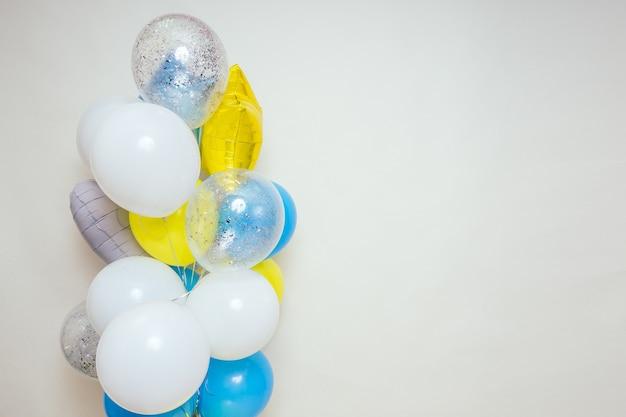 Balon, wiązka balonów helem wielokolorowe balony studio.