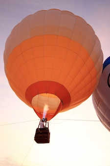 Balonem z zachodem słońca