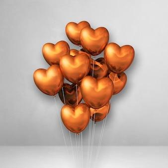 Balony w kształcie miedzianego serca na białej ścianie. renderowanie 3d